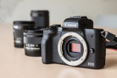 Canon EOS M50 sprawdza się jako bezlusterkowiec dla amatorów.