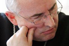 Czytelnicy naTemat różnie oceniają postawę bp. Piotra Jareckiego