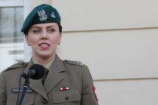 Anna Pęzioł-Wójtowicz rzecznikiem dymisjowanego już Antoniego Macierewicza została w kwietniu. Miała wtedy stopień majora. Co zmieniło się pod koniec roku. Wówczas awansowano ją na pułkownika.