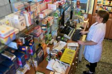 """Ustawa """"Apteka dla aptekarza"""" ma bronić rodzimego rynku, a uderza w dwie największe polskie firmy."""