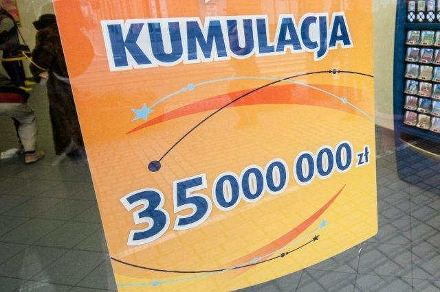 """Nie wiadomo, kto wygrał prawie 37 mln zł, ale oczekiwania wobec zwycięzcy są. """"Może sprowadzi do nas Bon Jovi"""""""
