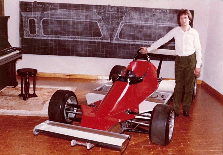 Po roku studiów nad architekturą bolidów formuły 2 Horacio tworzy swój własny projekt