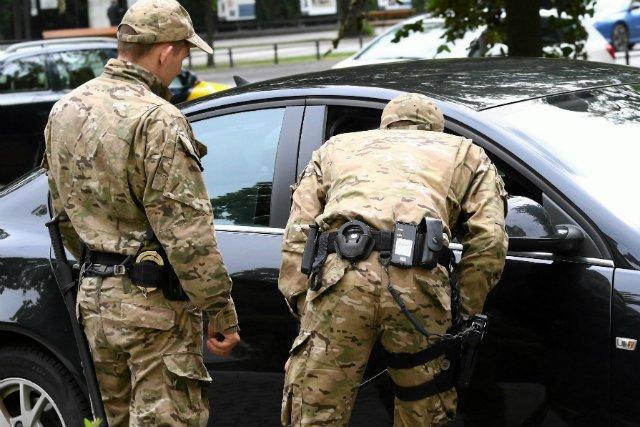 Z auta funkcjonariusza BOR miały zniknąćbardzo ważne karty dostępu, dowiedziała się stacja RMF FM.
