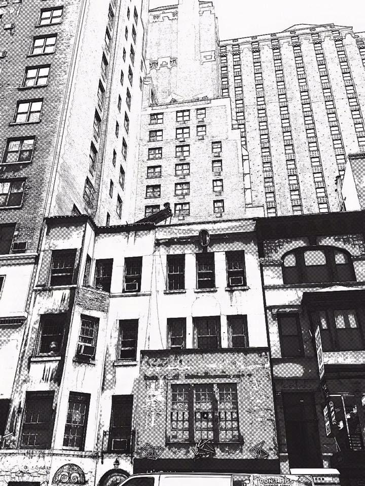Małe kamieniczki i wieżowce na Manhattanie