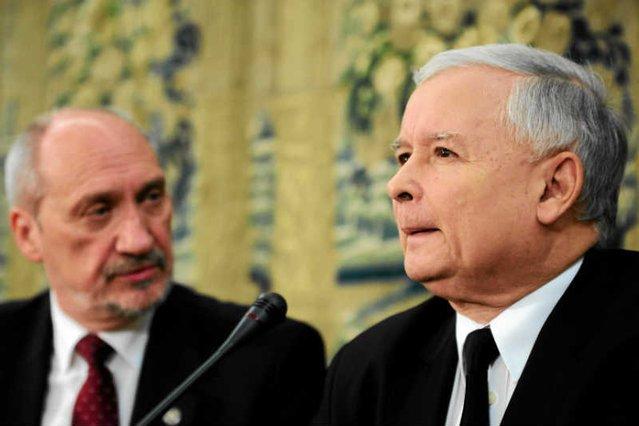 """Okazuje się, że Antoni Macierewicz  za agenta KGB uważany był już przez członków podziemia antykomunistycznego w PRL. Namawiał ich """"do pokochania ZSRR"""" i poddania się."""