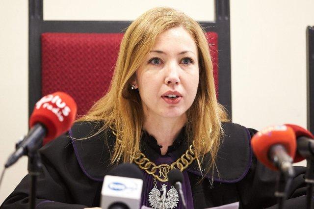 Sędzia Magdalena El-Hagin podczas ogłoszenia wyroku ws . naruszenia dóbr osobistych  w procesie Lecha Wałęsy przeciwko Krzysztofowi Wyszkowskiemu