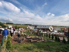 Dramatyczna sytuacja w gminie Ustronie Morskie po przejściu trąby powietrznej. Zupełnie zdewastowanych zostało 8 domków, w których wypoczywali turyści. Dwie osoby zostały ranne.