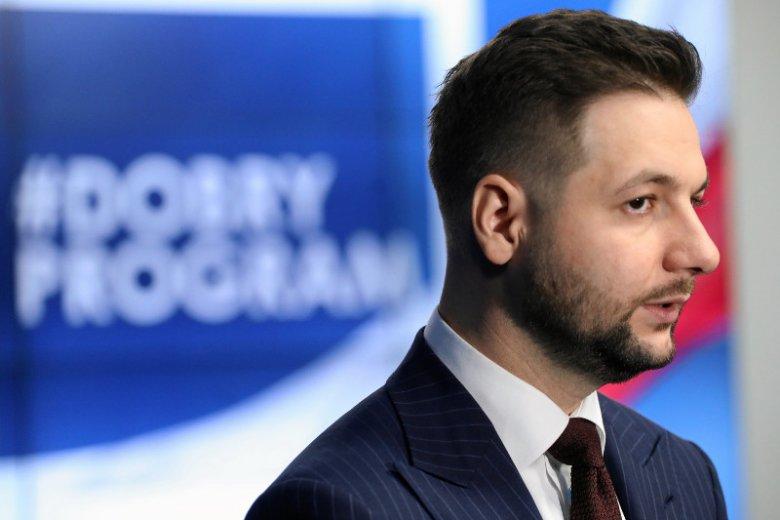 """W internecie huczy od plotek, że Patryk Jaki może próbować  zapewnić sobie zwycięstwo dzięki """"wycieczkom wyborców"""" spoza Warszawy. Sprawdziliśmy, czy jest to możliwe."""