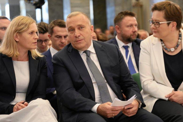 Koalicja Obywatelska organizuje w Warszawie forum programowe. PiS już ma na nie odpowiedź.