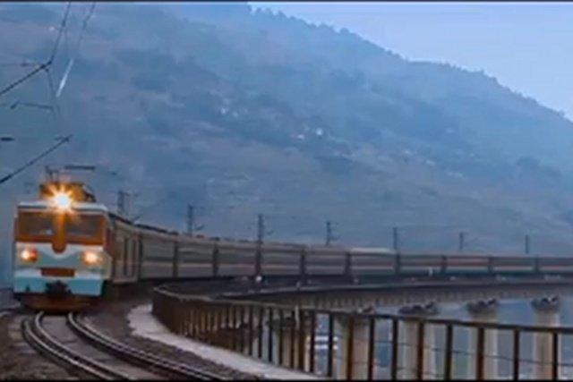 """Pociąg towarowy z Polski do china najpierw wracał na pusto, teraz z trudem zebrano zamówienia na transport """"towarów kolonialnych"""""""