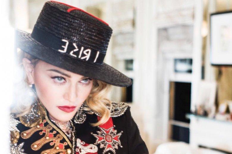 """Madonna opublikowała nową piosenkę """"Crave""""."""