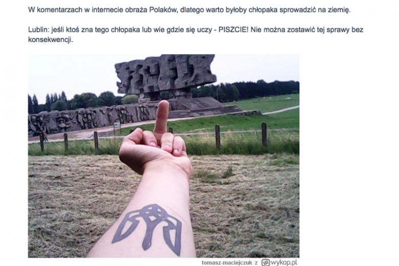 Ukrainiec naraziłsięinternautom robiąc zdjęcie z wulgarnym gestem w obozie na Majdanku