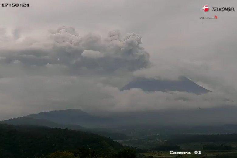 Wulkan Agung na Bali od września daje o sobie znać.