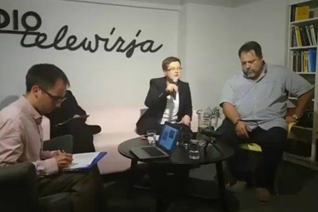Tak wyglądało pierwsze spotkanie. Przy mikrofonie Katarzyna Lubnauer.