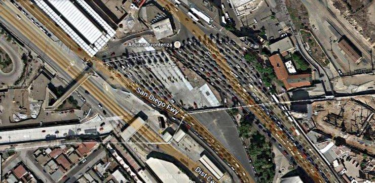 """Przejście graniczne w San Ysirdo. W stronę USA jest aż 36 pasów, do Meksyku """"tylko"""" 12."""
