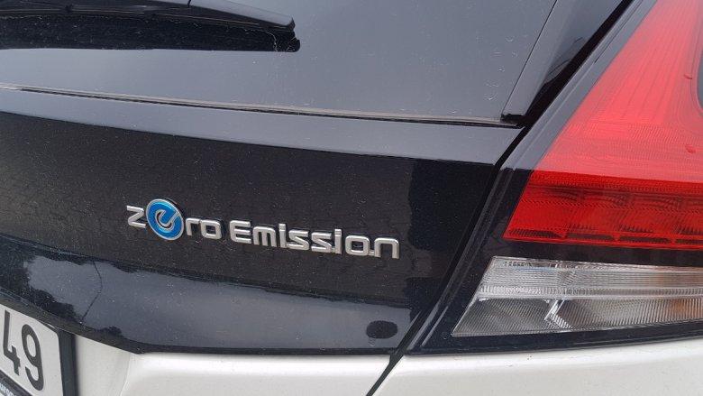 Z takim emblematem na samochodzie można sobie śmigać po buspasach.