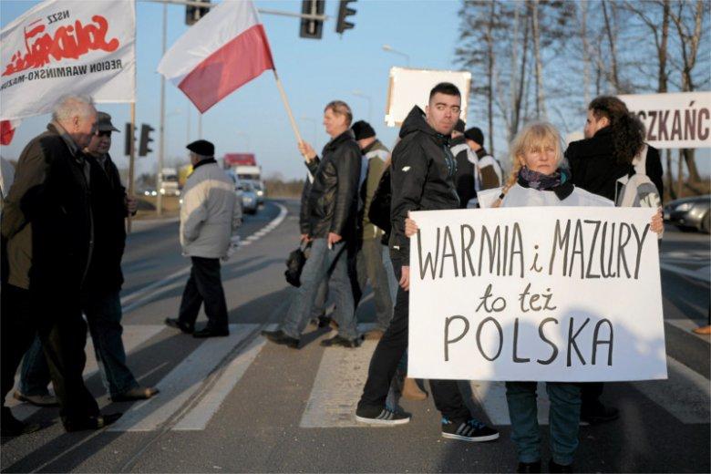 Blokada DK 16 pod Mrągowem zorganizowana przez samorządowców i polityków PiS w 2015 roku.