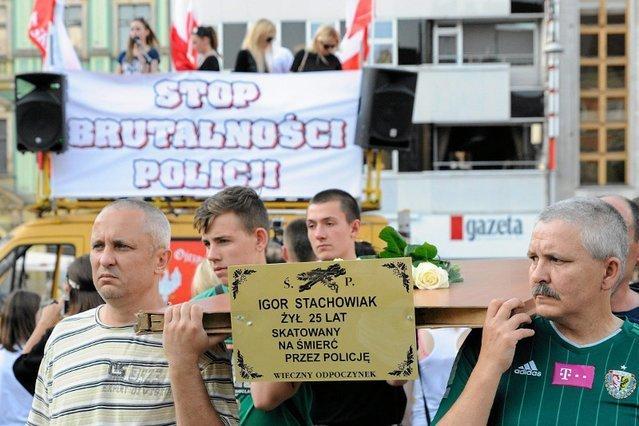 Śmierć Igora Stachowiaka stała się symbolem brutalności policji i wywołała oburzenie w całej Polsce