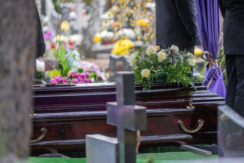Koszty związane z organizacją pogrzebu są dla wielu osób zaporowe.