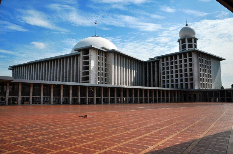 Istiqlal największy meczet Indonezji w stołecznej Dżakarcie