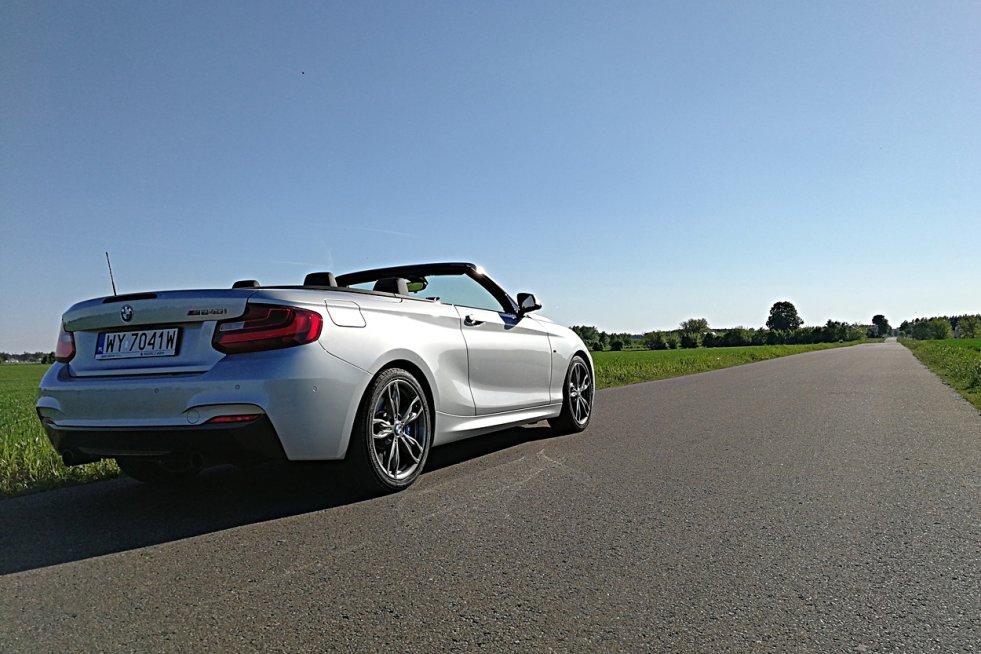 """BMW  serii 2 240i w wersji cabrio to """"dwójka"""" z wyjątkowo mocnym silnikiem."""