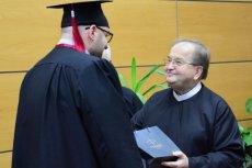 Ojciec Tadeusz Rydzyk podczas inauguracji roku szkolnego na swojej uczelni.