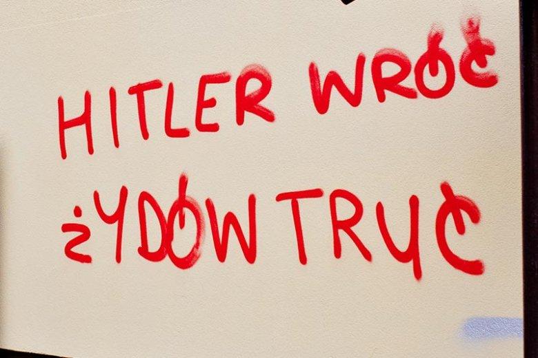 Kibole z Krakowa tęsknią za... Adolfem Hitlerem. Nic dziwnego, skoro oswajają go prawicowi publicyści.