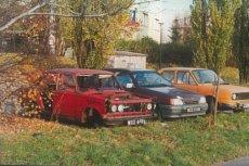 Zdewastowany duży Fiat przy ul. Dembowskiego (Ursynów).