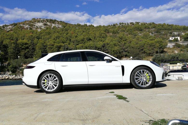 Ceny Porsche Panamera Sport Turismo w najtańszej wersji zaczynają się od blisko 450 tys. złotych.