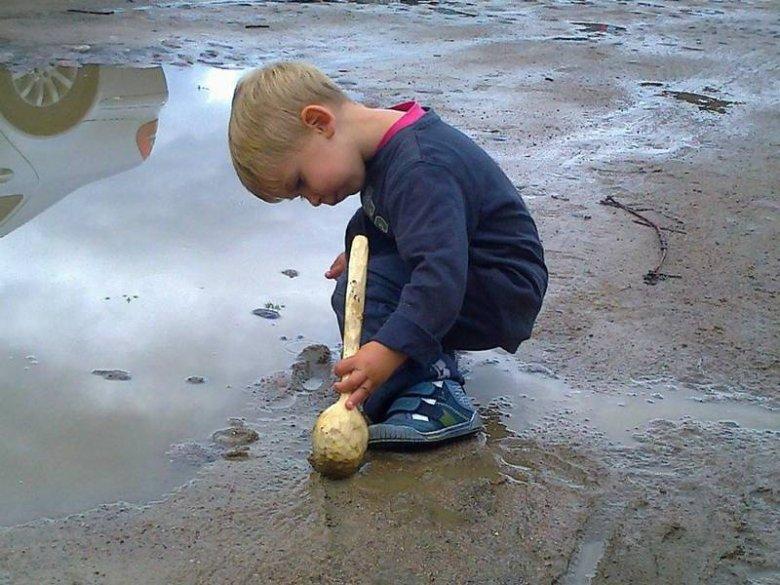 4-letni Kazio podczas opisywanej przez jego mamę sytuacji w Białowieży - rok 2012