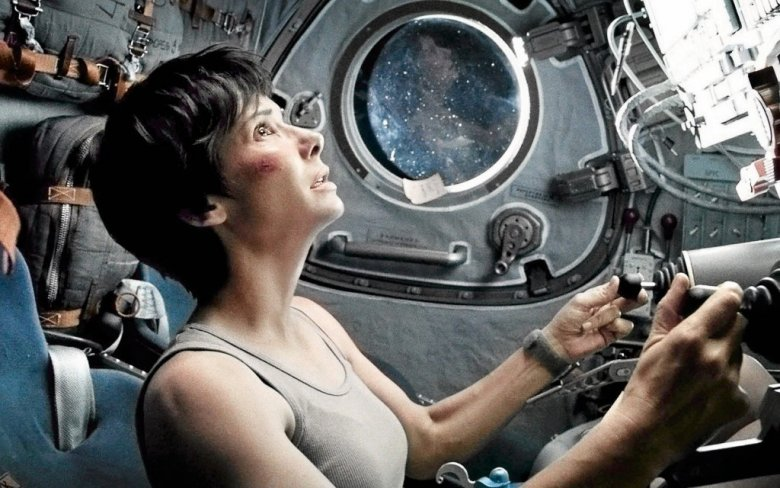 """W filmie """"Grawitacja"""" Sandra Bullock wcieliła się w rolę astronautki, która po katastrofie kosmicznej usiłuje powrócić na ziemie. W tej ekstremalnej sytuacji jej głównym sprzymierzeńcem jest odporność psychiczna."""