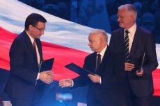 Prezes Solidarnej Polski Zbigniew Ziobro, Jarosław Kaczyński z PiS oraz Jarosław Gowin (Porozumienie) podpisali porozumienie dot. współpracy w ramach Zjednoczonej Prawicy. Znamy już jego szczegóły.