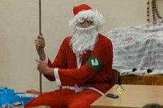 Niespodzianka dla dzieci w świetlicy Caritasu - Święty Mikołaj z Obozu Narodowo-Radykalnego