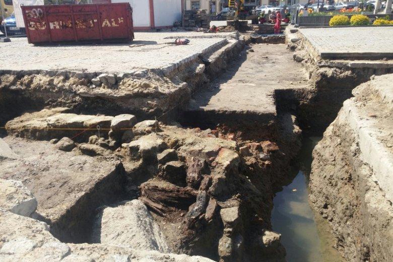 Archeologowie mają nadzieję, że kiedyś będą mieli jeszcze szansę dokładnie przeszukać piwnice po dawnym ratuszu bocheńskim.