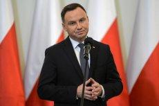 Andrzej Duda dalej jeździ po Polsce podczas epidemii koronawirusa. Wział udział w Apelu Jasnogórskim w Częstochowie.