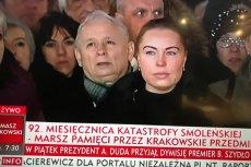 """Poseł Jarosław Kaczyński już po raz 92. przed Pałacem Prezydenckim """"dochodził do prawdy"""" o katastrofie lotniczej w Smoleńsku."""