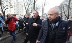 Austriak Gerald Birgfellner i jeden z jego pełnomocników mec. Jacek Dubois w drodze do prokuratury