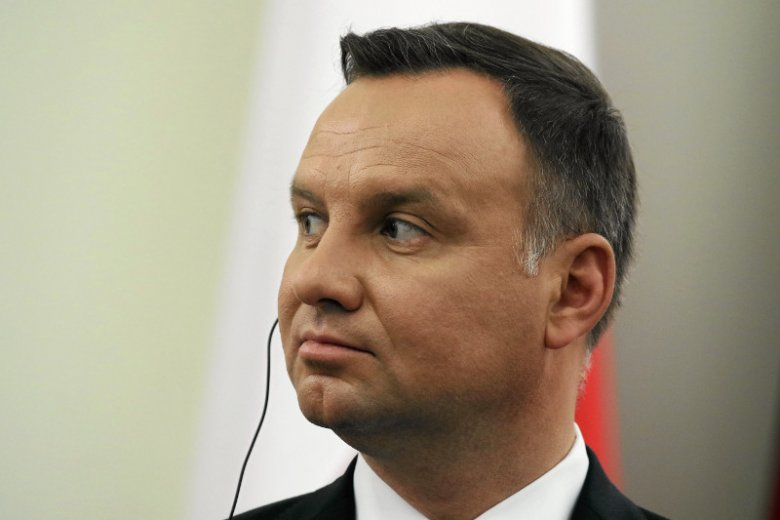 To nie są dobre informacje dla prezydenta Dudy. Ponad połowa Polaków widzi go przed Trybunałem Stanu zgodnie z nowym sondażem.