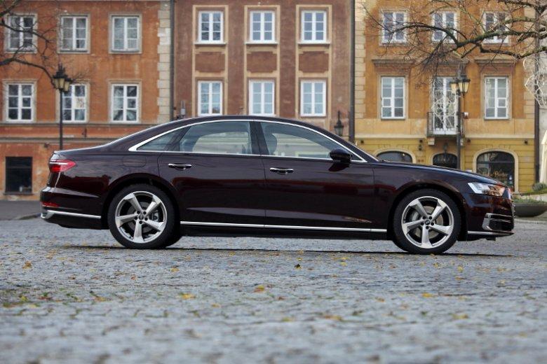 Audi A8 jest długie, ale dzięki specjalnemu rozwiązanie zawraca sprawniej niż mniejsze Audi A4.