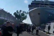 Wielki wycieczkowiec staranował mniejszy statek turystyczny na kanale w Wenecji.