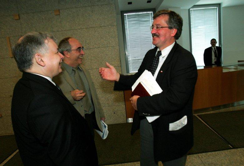 Jarosław Kaczyński, Aleksander Smolar i Bronisław Komorowski – spotkanie na debacie 4 maja 2005 r.