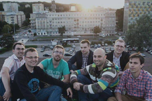 Założyciele i pierwsi pracownicy, od lewej: Wiktor Mazur, Marcin Kowalski, Marcin Treder, Maciej Wojdyr, Piotr Duszyński, Jacek Złowocki, Kamil Zięba.
