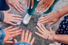 """Grzybica paznokci, czy skóry może przytrafić się każdem. Często """"łapiemy"""" ją podczas wakacyjnych wyjazdów."""
