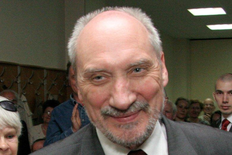 Sąd nałożył na Katarzynę Szymańską-Jakubowską 2 tys. zł kary i 5 tys. zł nawiązki na hospicjum, bo wykonała polecenie Antoniego Macierewicza.