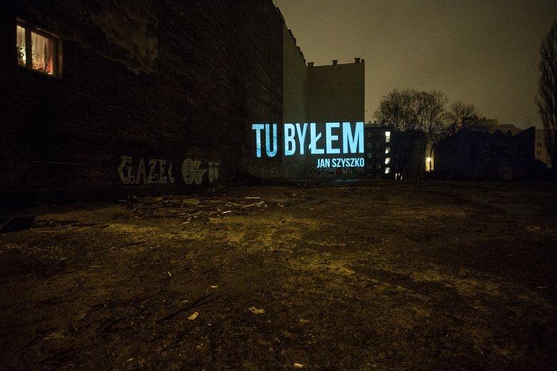 Projekcja w miejscu wycinki przy ulicy Stalowej w Warszawie. Greenpeace aktywnie działał na rzecz zmian złej ustawy