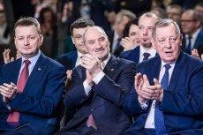 Politycy PiS-u biją brawo Tadeuszowi Rydzykowi, a ten dziś wyjawił co nas wkrótce czeka.