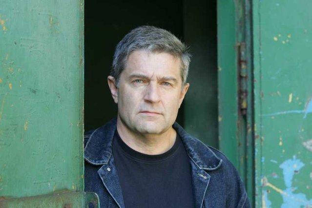 Władysław Frasyniuk udzielił wywiadu Zbigniewowi Hołdysowi.