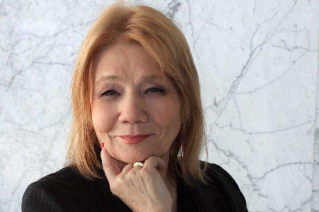 """Prof. Elżbieta Mączyńska, prezes PTE przekonuj, że potrzeba nam """"otwieracza mózgów""""."""