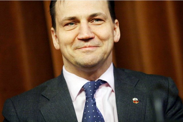 Radosław Sikorski zakpił sobie z telewizji Jacka Kurskiego.