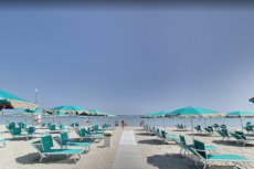Zejście na plażę w pobliżu hotelu Britannia w Cesenatico.